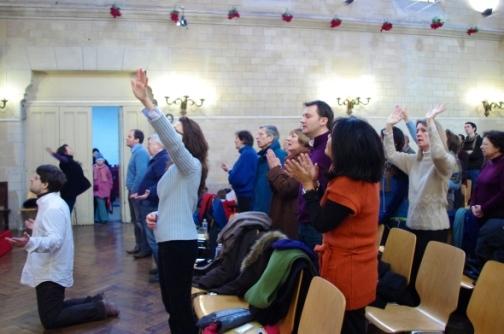Culto na Église Réformée de Belleville, em Paris. Cada vez mais franceses abraçam a fé protestante