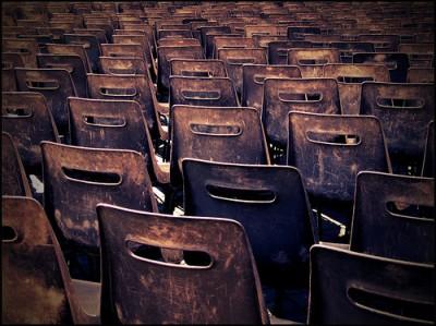 escola-cadeiras-vazias